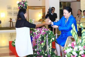 Raffles Bangkok Received Trophy from Her Royal Highness Princess Soamsawali