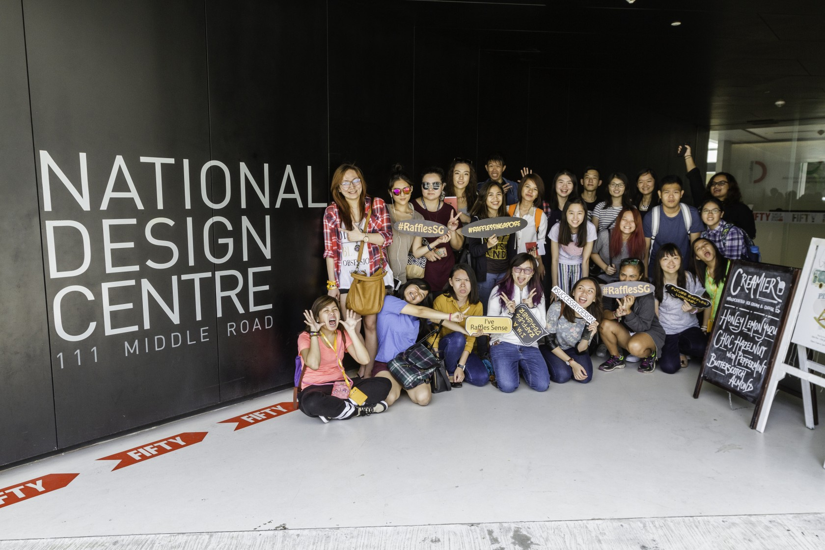 DR11264 DISCOVERING SINGAPORE THROUGH ART AND DESIGN